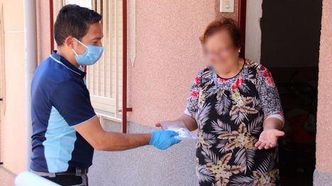 FOTOS Comienza el reparto de mascarillas infantiles en Alhama