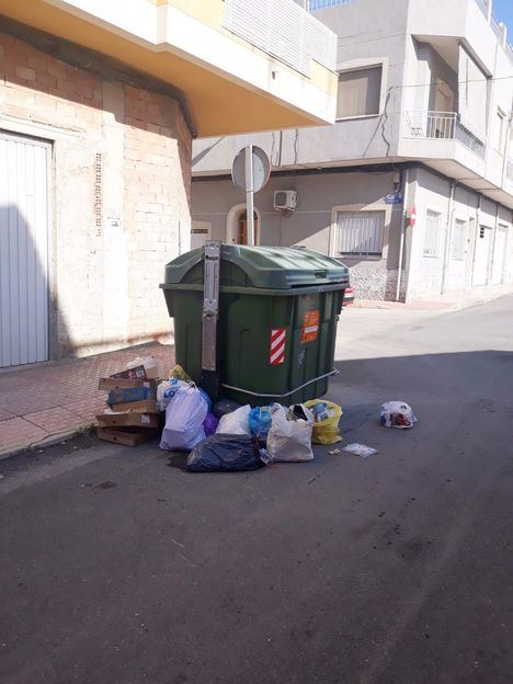 El Ayuntamiento recuerda las sanciones por dejar basura fuera