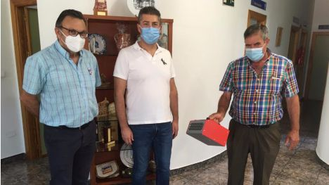 VÍD./FOT. Donan dos máquinas de ozono al Ayuntamiento