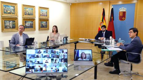 López Miras insta a los alcaldes a alentar a los vecinos a ser prudentes