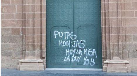 La Policía Local localiza a los autores de las pintadas