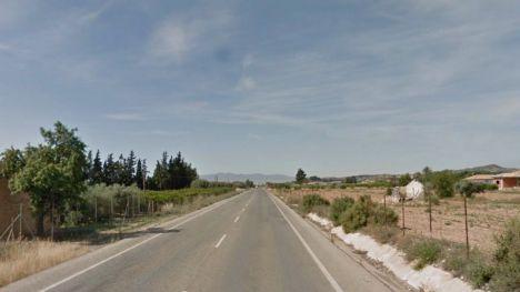 Herido leve un hombre al volcar su tractor entre Alhama y Totana