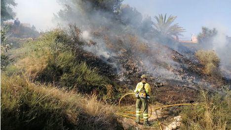 FOTOS Sofocado un pequeño incendio en Casas de Abajo, Gebas