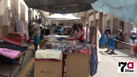 VÍD. La esperada vuelta de todos los vendedores al mercadillo de Alhama