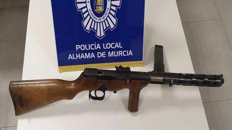 La Policía Local interviene una escopeta modificada y un cuchillo