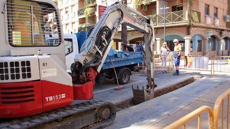 FOTOS Restablecido el suministro de agua, tras las obras en la Rambla