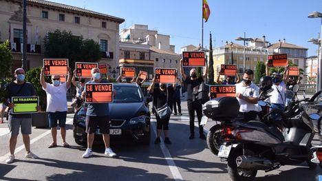 VÍDEO Los hosteleros de Totana protestan por las restricciones