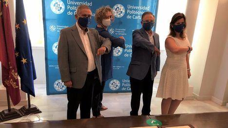 De izquierda a derecha: El director general de Cefusa, Juan Cánovas, la rectora de la UPCT, Beatriz Miguel, el presidente de Grupo Fuertes, Tomás Fuertes y la directora general adjunta de Cefusa, Inmaculada Cánovas.