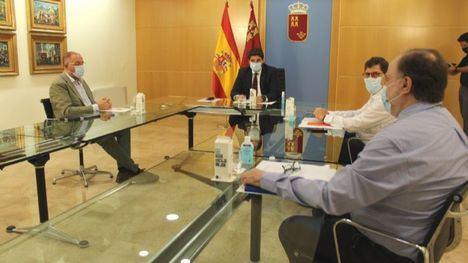 V/F El alcalde de Totana, esperanzado tras reunirse con L. Miras