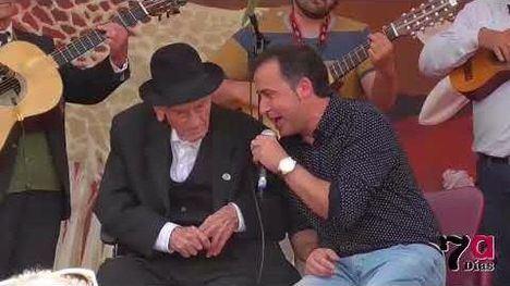 V/F Tío Juan Rita, un fan más de Los Mayos de Alhama