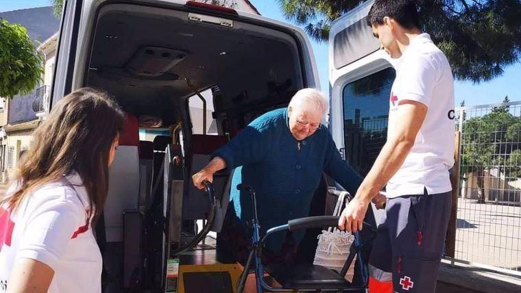 Cruz Roja Alhama inicia un servicio de atención a mayores de 65 años