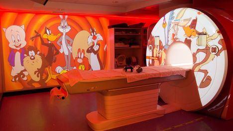 'Cine' para los pacientes infantiles en el hospital de la Arrixaca