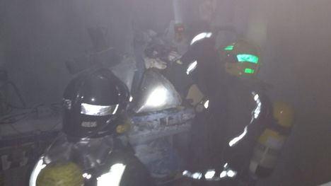 FOTOS Alarma por el humo de una tolva con químico en el Polígono