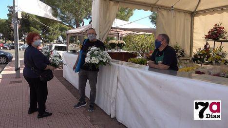 VÍDEO/FOTOS Los alhameños adelantan su visita al cementerio