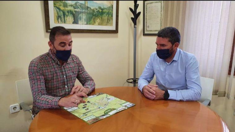 El alcalde Tomás Baño, durante la reunión que mantuvo hace unas semanas con el consejero de Agricultura, Antonio Luengo, en su visita a Librilla.