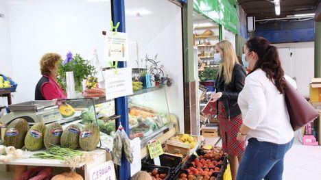 FOTOS Guevara visita el Mercado de Abastos tras las mejoras
