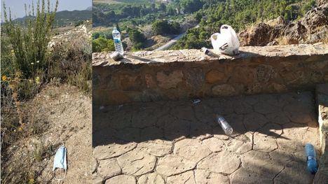 Imagen de archivo de la denuncia que el Parque Regional hizo este verano respecto de los residuos en Sierra Espuña.