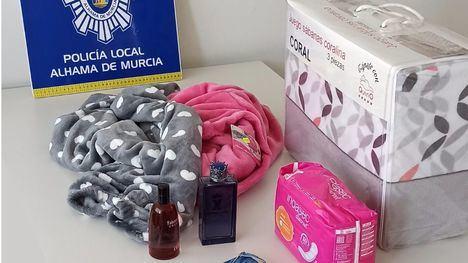 Pillada con ropa, sábanas, compresas y perfume robados