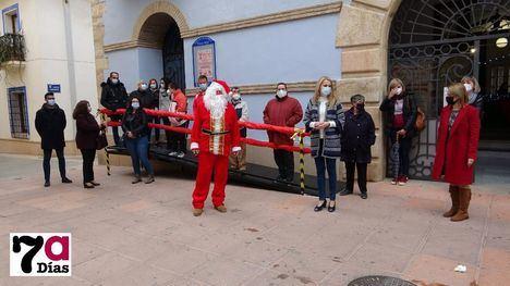 VÍD/FOT Papá Noel, preparado para recibir a los niños de Alhama