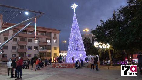 VÍD/FOT Sorpresa en el encendido de luces de Navidad en Alhama
