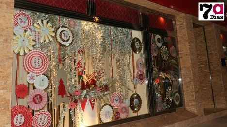 VÍDEO Los comercios se visten de fiesta para la Navidad
