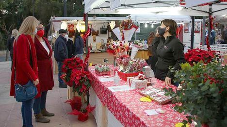 VÍDEO El mercadillo navideño llena de luz y color Alhama
