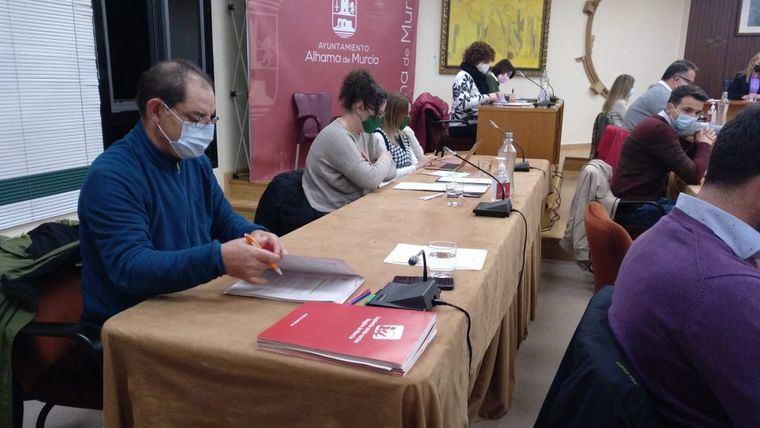 Regular alquileres y el pueblo saharaui, mociones de IU al pleno