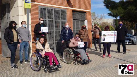 VÍD/FOT Más de 5.000 firmas para poder subir al tren en Alhama