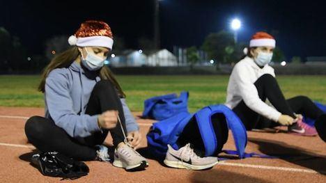 VÍDEO Los atletas de Alhama despiden a 2020 entrenando