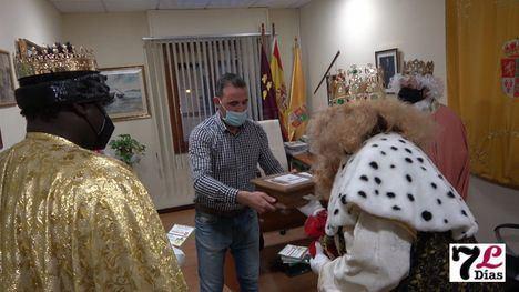VÍDEO Luz verde para el reparto de regalos de Reyes en Librilla