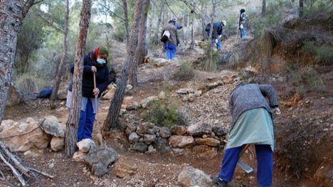V/F Los consejos comarcales limpian los senderos de La Muela
