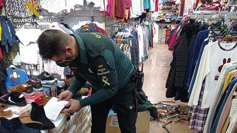 Se incautan en Totana de 150 prendas de vestir falsificadas