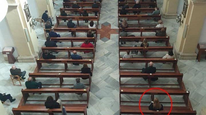 Imagen publicada por la alcaldesa del interior de la iglesia de San Lázaro durante las confirmaciones