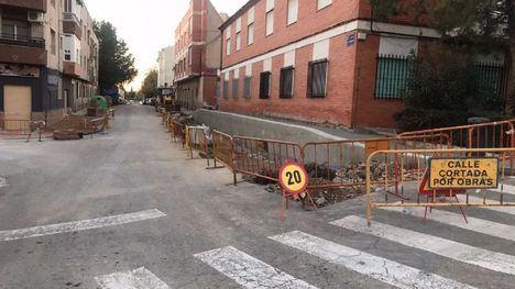 FOT. La calle La Perdiz mejora su calzada y accesibilidad