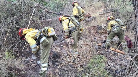 Continúan los trabajos en el incendio aún activo en Carrascoy