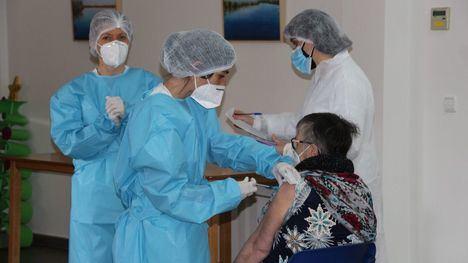 V/F Centros de día y psicosocial reciben la vacuna del Covid19