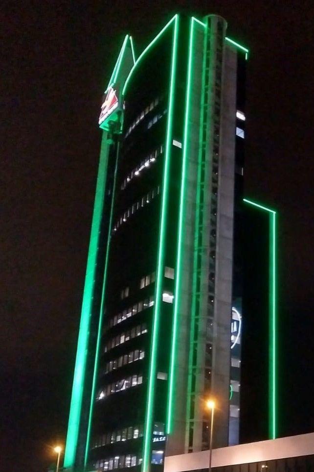 Las torres del Urban Center se iluminan de verde