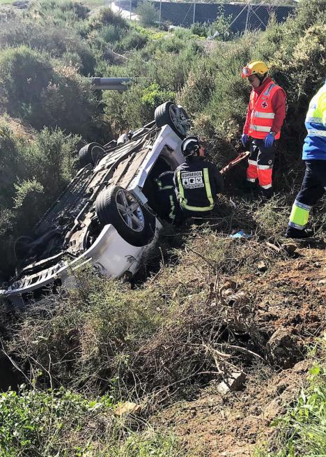 Tres heridos leves en un accidente en una vía de servicio en Mazarrón