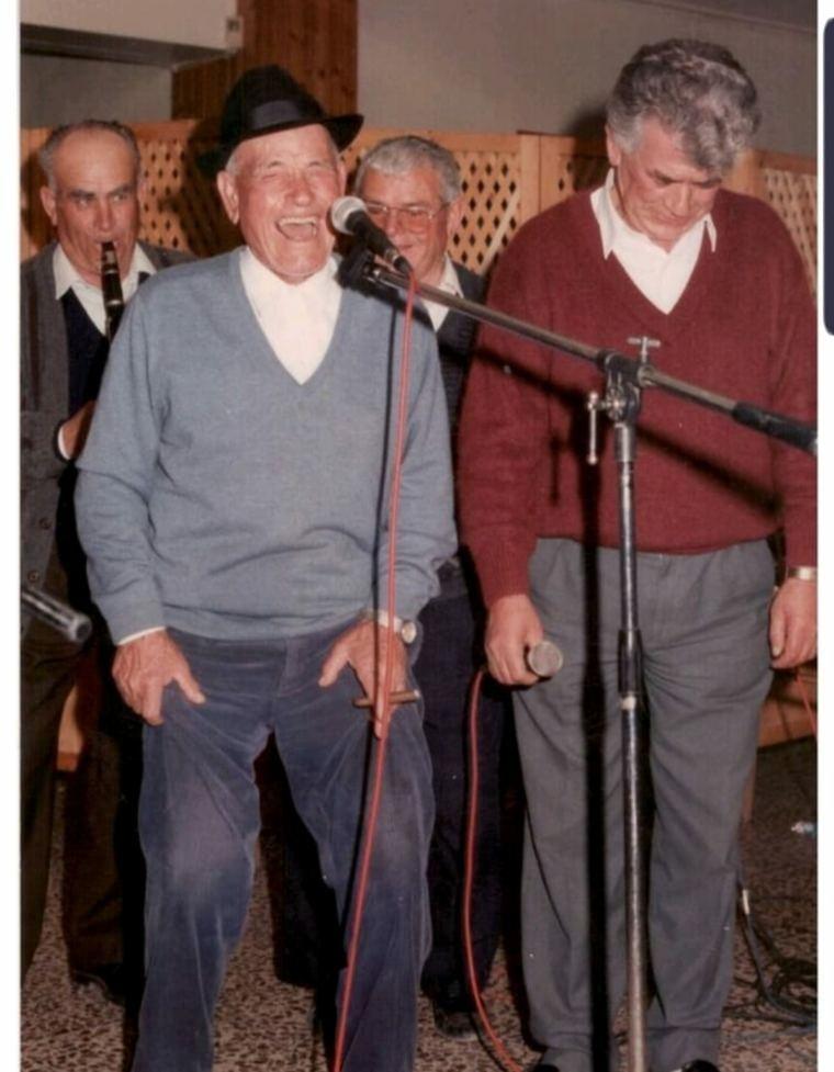 El tío Juan Rita, en su 80 cumpleanos, junto al Patiñero, otra figura del trovo
